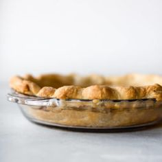 Here are instructions and a video tutorial showing you how to blind bake pie crust for lemon meringue pie, pumpkin pie, quiche, and pudding pie! Blind Bake Pie Crust, Baked Pie Crust, Homemade Pie Crusts, Pie Crust Recipes, Bread Recipes, Pie Crust Designs, Baking Basics, Baking Tips, Sallys Baking Addiction