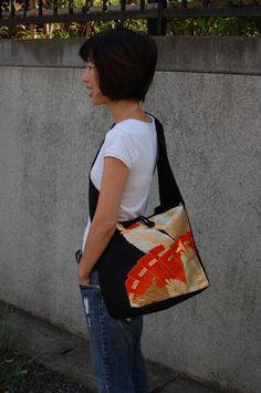 日々の暮らしや大好きな着物のことを書いています。 Japanese Fabric, Japanese Kimono, Japanese Fashion, Kimono Fabric, Fabric Bags, Japan Bag, Harajuku Girls, Silk Material, Patchwork Bags
