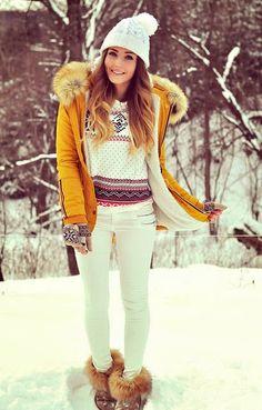 Amarillo es en nuevo negro. Llena tus looks de color!  #styleev #looks #outfit #moda #tendencias #yellow #amarillo #fashion