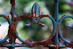 Rust and paint looks awesome Old Gates, Iron Gates, Rusted Metal, Metal Art, Garden Gates, Garden Art, Balcony Garden, Garden Design, Rust Never Sleeps