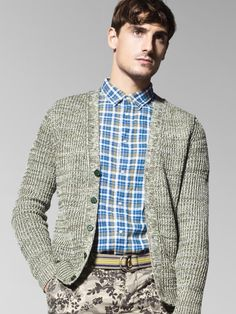 """In this image: Cardigan (1436U6530); Shirt (5BB85Q038); Bermudas (4BKF59038); Belt (6GWPU658F). Spring/Summer 2013 United Colors of Benetton Man collection."""