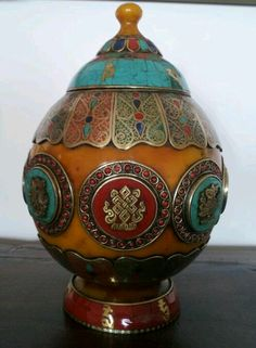 Amber jar with turquoise and cornelian (Afganistan)