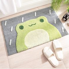 A lil' froggy door mat that'll make April's showers a welcome event. Just look how happy he is. 🥺 Cute Bedroom Ideas, Cute Room Decor, Frog House, Funky Rugs, Pastel Room, Cute Frogs, Art Textile, Bathroom Rugs, Frog Bathroom