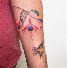 valeria fukunaga flower and bee Tattoo Bee Tattoo, South America, Watercolor Tattoo, Dream Catcher, Tattoo Designs, Tattoos, Instagram, Flowers, Ideas