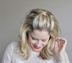 3 Easy Holiday Hairstyles Shades of Adele: Gently tumbling curls and a teased crown evoke the singer Holiday Hairstyles, Elegant Hairstyles, Party Hairstyles, Cool Hairstyles, Adele Hairstyles, Ladies Hairstyles, African Hairstyles, Wedding Hairstyles, Big Loose Curls