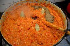ce condimente se pun la zacusca de vinete Romanian Food, Romanian Recipes, Carrots, Salsa, Curry, Food And Drink, Mexican, Vegetables, Ethnic Recipes
