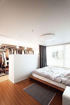 Attic Bedroom Designs, Master Bedroom Design, Home Decor Bedroom, Small Apartment Interior, Room Interior, Interior Design Living Room, Bachelor Room, Casa Milano, Comfy Bedroom