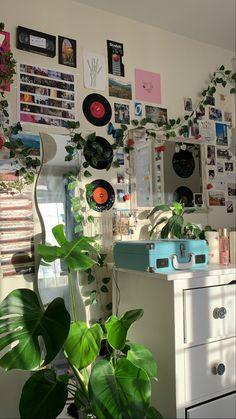 Indie Bedroom, Indie Room Decor, Cute Room Decor, Hipster Decor, Modern Bedroom, Room Design Bedroom, Room Ideas Bedroom, Bedroom Decor, Bedroom Inspo