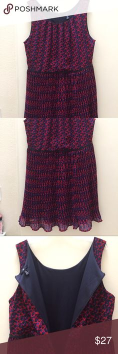 Gap Pretty Dress This is very lightweight, flowy Gap dress. It has zipper on the back all the way down to your waistline, machine washable. Great to pack on the trip, never needs ironing. GAP Dresses