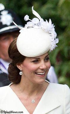 Duchess Kate wears mappin-webb-necklace-and-earrings