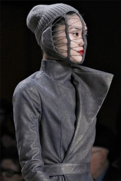 rick owens always a favorite i'm loving : the head-wear, the boots. Gareth Pugh, Sculptural Fashion, Models Off Duty, Knitting Accessories, Daily Look, Headgear, Rick Owens, Costume Design, Front Row