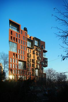 Image 14 of 32 from gallery of Red Apple Apartment Building / Aedes Studio. Photograph by Aedes Studio Facade Architecture, Contemporary Architecture, Amazing Architecture, Residential Architecture, Building Images, Building Facade, Building Skin, Flatiron Building, Brick Facade