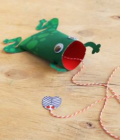 Froschspiel – I AM CREATIVE Catch Me If You Can! These cute little frogs are not only fun to tinker and play with, it also trains the hand and eye coordination of the children. Fall Crafts For Toddlers, Easy Fall Crafts, Summer Activities For Kids, Art Activities, Toddler Crafts, Diy For Kids, Fun Crafts, Diy And Crafts, Creative Crafts