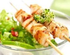 Brochettes de poulet, sauce au yaourt (facile, rapide) - Une recette CuisineAZ