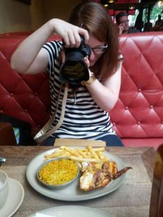 28 Hipsters That Are Addicted To Food Photography Read more at: http://laughy.co/28-hipsters-addicted-food-photography/