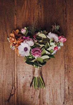 Arranjo by Acorda, Margarida - Plants & Flowershop (Foto: Divulgação) Love And Marriage, Wedding Bouquets, Flower Arrangements, Floral Wreath, Wedding Day, Wreaths, Flowers, Plants, Diy