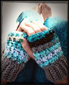 Trinity Stitch Wristers ~ Free Pattern