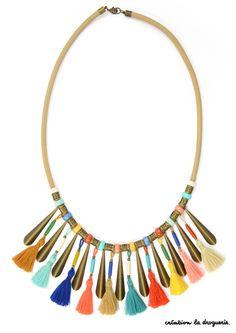 Un plastron coloré pour accessoiriser nos tenues d'été !
