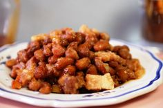 Bruine bonen met spek en stroop - pure nostalgie - Lekker Tafelen Dutch Recipes, Lamb Recipes, Cooking Recipes, One Pan Meals, Easy Meals, Vegetarian Cooking, Chana Masala, Food Inspiration, Good Food