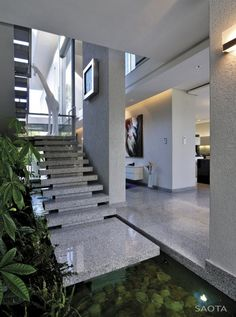 Modern Stairs v// Stefan Antoni Olmesdahl Truen Architects (SAOTA) have designed the Montrose house in Cape Town, South Africa. Modern Interior Design, Interior Architecture, Interior And Exterior, Design Interiors, Interior Stairs, Building Architecture, Interior Designing, Contemporary Architecture, Indoor Pond