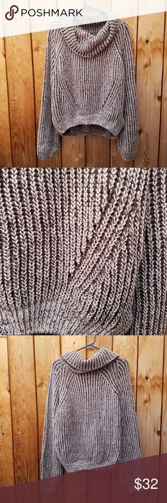 Elan Brown & Cream Cowl Neck Sweater Excellent condition  Feel free to ask me any additional questions! Bundles of 3+ items are 15% off. No trades, or modeling. Happy Poshing! Nordstrom Sweaters Cowl & Turtlenecks