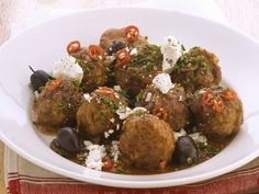 Hackfleischbällchen mit Oliven und Schafskäse ist ein Rezept mit frischen Zutaten aus der Kategorie Fruchtgemüse. Probieren Sie dieses und weitere Rezepte von EAT SMARTER!