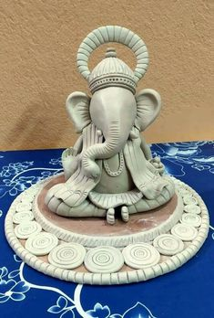 Clay Ganesha, Ganesha Painting, Ganesha Art, Clay Art Projects, Clay Crafts, Ganpati Decoration Design, Ganesh Chaturthi Decoration, Ganapati Decoration, Ganesha Pictures