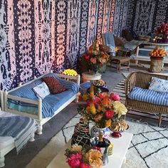 7 Gorgeous Blue and White Interiors for Summer Sully, Tory Burch, Outdoor Furniture Sets, Outdoor Decor, Decor Interior Design, Exterior Design, Living Spaces, Living Rooms, Small Spaces