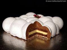Exotic Cloud Cake - Our recipe with photos - Meilleur du Chef Fancy Desserts, Fancy Cakes, Sweet Recipes, Cake Recipes, Dessert Recipes, Entremet Recipe, Cocoa Butter Cream, Cloud Cake, Modern Cakes