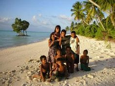 Kiribati's People: This is what some of the people look like in this country!