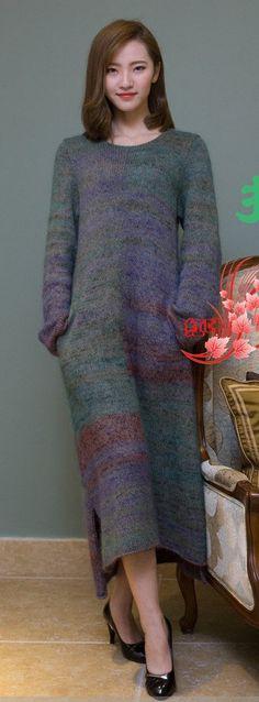 This Pin was discovered by kri Knitwear Fashion, Knit Fashion, Knit Skirt, Knit Dress, Turtleneck Dress, Skirt Pattern Free, Knitting Designs, Knit Crochet, Pullover