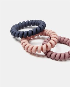 Set of 3 Spiral Hair Ties Create unique hair looks with this versatile set of three coil elastics. In various colours with matte effect, it's perfect for keeping your hair in place, from day to night.
