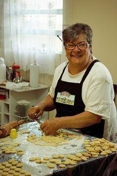 Receita de moedinhas de queijo Birthday Lunch, Bread Cake, Whoopie Pies, I Love Food, Finger Foods, Food Hacks, Food Inspiration, Brunch, Food And Drink