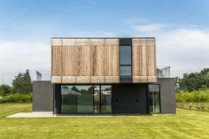 Construído pelo Henning Larsen Architects,GXN na Nyborg, Denmark na data 2013. Imagens do Helene Høyer Mikkelsen. A Residência adaptável é parte de um grande projeto de empreendimento: O MiniCO2 Houses. O projeto envolve um total d...