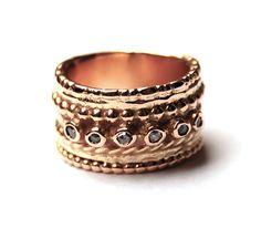 Nadine Kieft. Rose gold ring with diamonds