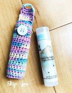 Easy Crochet Lip Balm Holder {FREE Pattern} How to crochet a lip balm holder-pattern