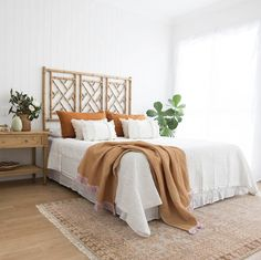 Chippendale Bedhead In Weathered Oak Magnolia Lane Bedhead Bedroomstyle Islandstyle Chippendale Bedhead In Verwitterter Eiche Magnolia Lane Bedhead Bedroomstyle Islandstyle - Image Upload Services Bedroom Inspo, Home Decor Bedroom, Design Bedroom, Couple Bedroom Decor, Scandinavian Bedroom Decor, Surf Bedroom, Calm Bedroom, Bedroom Couch, Bedroom Corner