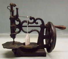miss-mary-quite-contrary:    Small hand-crank sewing machine, c. 1855, from the collection of the Chemung Valley History Museum     I want this badly. What a gem!