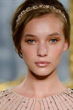 Elisabetta Franchi Spring 2015-16 RTW Details This is a amazing soft but dynamic beautiful makeup. For your inspiration.