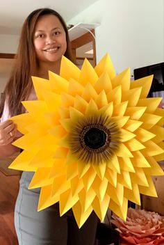 Start your own paper flower business and make money from the comfort of your home using The Crafty Sagittarius Premium Paper flower templates Paper Sunflowers, Paper Flowers Craft, Paper Flower Wall, Paper Flower Backdrop, Giant Paper Flowers, Paper Crafts, Paper Dahlia, Paper Butterflies, Origami Flowers