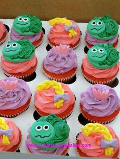 Tangled Cupcakes Tangled Cupcakes, Disney Princess Cupcakes, Tangled Party, Party Themes, Party Ideas, Kid Birthdays, Marti, Rapunzel, Cake Pops