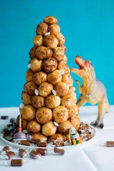 Croquembouche - Tipps für die perfekte Windbeutelpyramide backen geschenk kekse-platzchen rezepte nachspeisen torten vesper Französisch Kochen by Aurélie Bastian