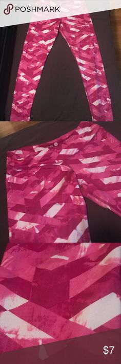 """🌸HOST PICK🌸 pink yoga pants Super cute old navy work out pants. Size medium petite. I'm 5""""4 and they fit perfect length-wise. Got as a gift, just not my style. Like new. Only wore twice. Seams perfect, non smoking house, no tears or stains or fading. Old Navy Pants Track Pants & Joggers"""