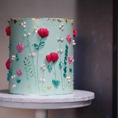 alice + rosa cake studio ( Was für eine schöne Kleinigkeit! Pretty Cakes, Beautiful Cakes, Amazing Cakes, Bolo Floral, Floral Cake, Cupcakes, Cupcake Cakes, Painted Cakes, Just Cakes