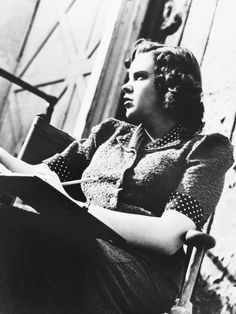 Doing schoolwork on set - ohmygarlands Liza Minnelli, Judy Garland, Over The Rainbow, Look At You, Wizard Of Oz, On Set, Make Me Smile, Candid, Actresses
