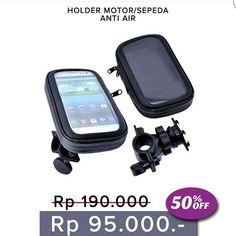 New Arrival !  Holder motor/sepeda anti air /  Bike Holder HP BB Gps  iPhone & Ipod juga bisa  dimensi : 16 x 9 x 25 cm  cocok untuk diPasang di Gagang Stang sepeda atau motor waterproof pouch touchscreen masih bisa.  spesifikasi: - Waterproof  tambahan busa biar gadget aman & nyaman - bisa putar 360 derajat - holder ke stang adjustable bisa rotate. Horizontal atau vertikal  Ukuran L (5.5') & M (4.5') Harga 95.000  Order  Line : AZZAGADGET  Whatsapp : 081357776262  WAJIB menggunakan format…
