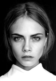 Cara Delevigne, knows how to rock this season's makeup trends. This fall, say hello to bold brows and berry lips. Beauty Make-up, Beauty Hacks, Hair Beauty, Vogue Beauty, Ageless Beauty, Beauty News, Beauty Trends, Makeup Trends, Makeup Ideas