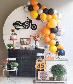 Linda festa com 😍 Motorcycle Birthday Parties, Dirt Bike Party, Sports Themed Birthday Party, Motorcycle Party, Birthday Party Decorations For Adults, Boys First Birthday Party Ideas, First Birthday Parties, Boy Birthday, Harley Davidson Birthday