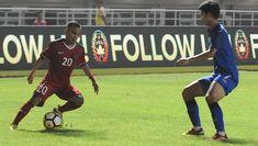 Alih-alih menyerang, Timnas U-23 justru dipaksa meladeni permainan cepat Thailand. Beberapa kali gawang Muhammad Ridho terancam oleh aksi Phitiwat Sookjitthammakul. Hingga babak pertama berakhir, kedua tim tak kunjung mencetak gol.