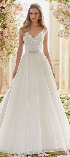 Wonderful Perfect Wedding Dress For The Bride Ideas. Ineffable Perfect Wedding Dress For The Bride Ideas. Flattering Wedding Dress, Elegant Wedding Dress, Dream Wedding Dresses, Bridal Dresses, Wedding Gowns, Bridal Gown, Event Dresses, Tulle Wedding, Bride Dress Simple